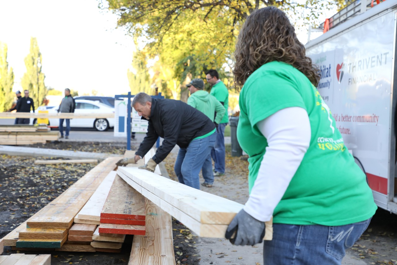 COUNTRY Financial corporate employees volunteering in community